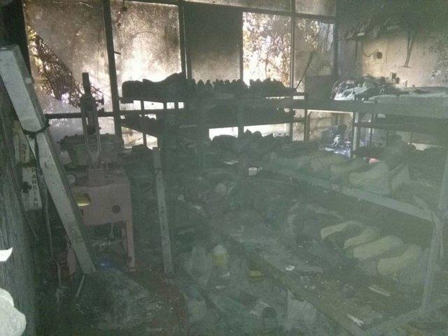 کارگاه کفاشی در آتش سوخت