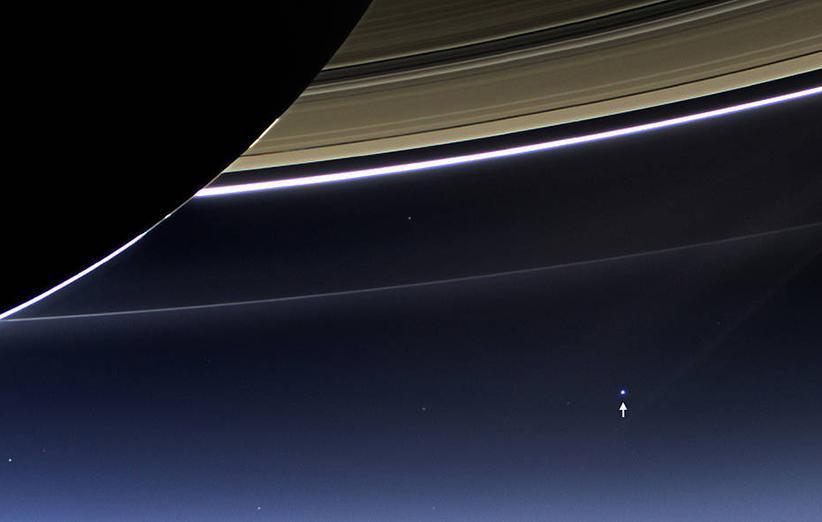 روزی که زمین لبخند زد؛ اینجا زمین است، یک نقطه آبی کم رنگ