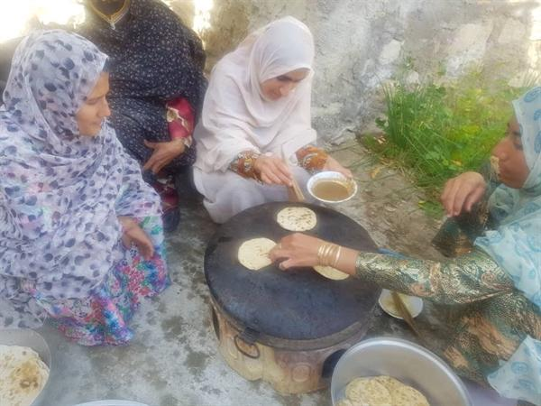 جشنواره پخت نان محلی در روستای رودبار شهرستان بستک برگزار گشت