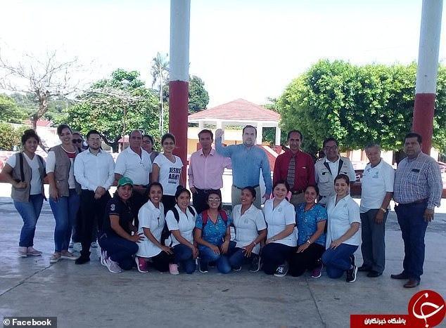 تصمیم بحث برانگیز شهردار مکزیکی برای ساخت عکس مقوایی اش