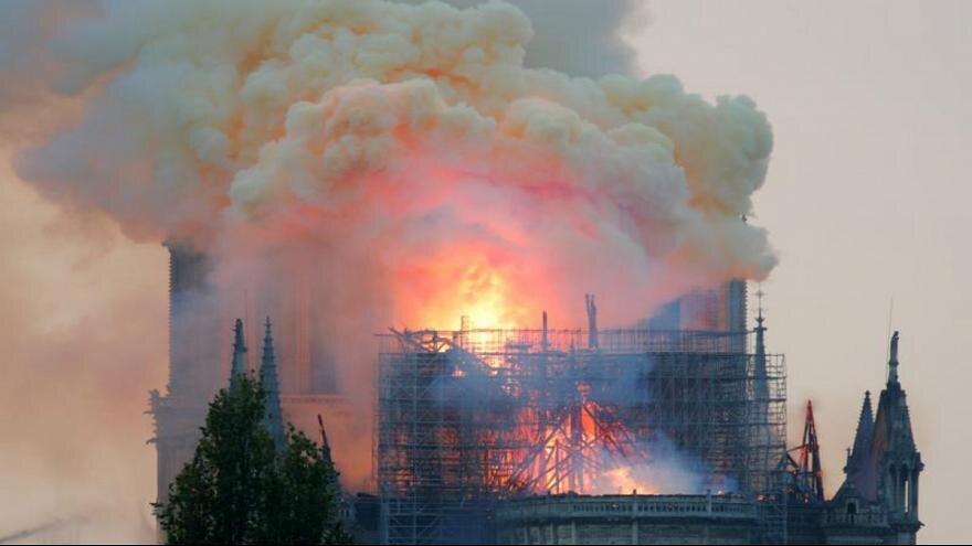 متفاوت در 200 سال گذشته ، آتشِ نوتردام دامن کریسمس را هم گرفت