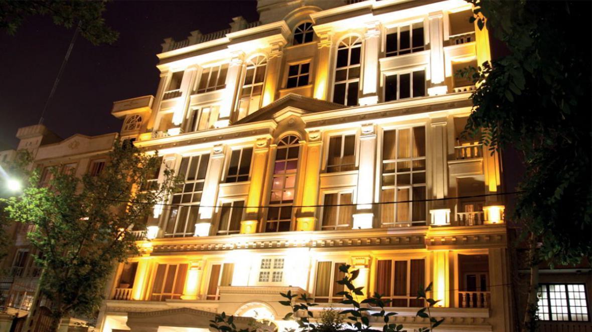 نورپردازی نمای ساختمان مسکونی و روشن نمودن چهره خاموش شهر